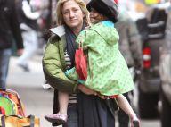 Edie Falco présente enfin sa mignonne petite fille, Macy