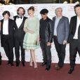 Elisa Sednaoui, Gaspard Proust, Frédéric Beigbeder, Louise Bourgoin, JoeyStarr, et l'équipe du film lors de l'avant-première de L'amour dure trois ans à Paris le 7 janvier 2012