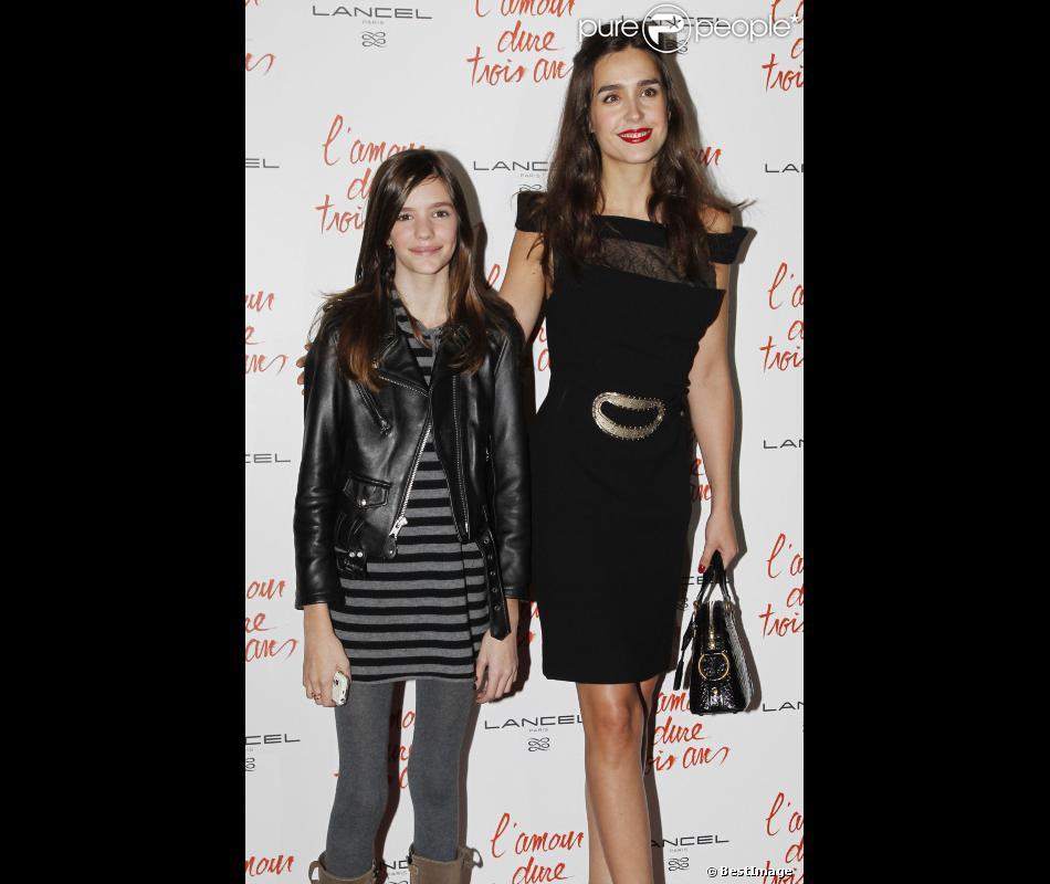 Chloe Beigbeder et Victoria Olloqui lors de l'avant ...