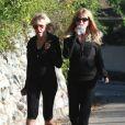 Goldie Hawn s'offre une promenade à Los Angeles avec sa mère le 8 janvier 2012