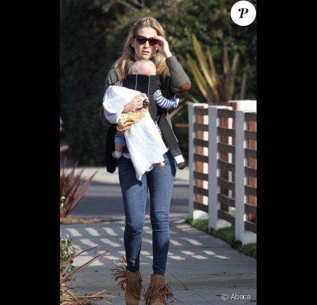 Kate Hudson : une maman craquante avec son fils Bingham passent une journée ensoleillée à Los Angeles le 7 janvier 2012