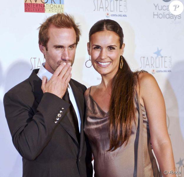 Joseph Fiennes et son épouse Maria Dolores à Marbella, le 6 août 2011.
