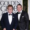 Elton John et David Furnish sur le tapis rouge des Golden Globes, à Los Angeles, le 15 janvier 2011.