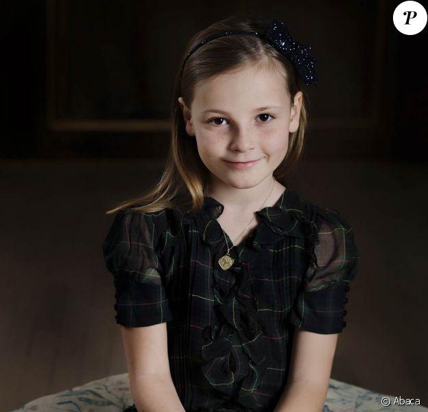 Pour les 8 ans de la princesse Ingrid Alexandra de Norvège, le 21 janvier 2012, la famille royale a publié de nouveaux portraits officiels de la demoiselle.