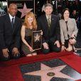 Marg Helgenberger reçoit sa précieuse étoile devant ses collègues des Experts, à Los Angeles, le 23 janvier 2012