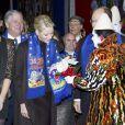 Un petit cadeau pour la princesse Charlene, à la veille de son 33e anniversaire.   Le prince Albert et la princesse Charlene de Monaco, d'humeur joviale, se sont joints mardi 24 janvier 2012 à la princesse Stéphanie et sa fille Pauline Ducruet pour la 6e soirée du 36e Festival International du Cirque de Monte-Carlo, au cours de laquelle les récompenses ont été distribuées.