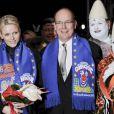 Très complices, le prince Albert et la princesse Charlene de Monaco se sont joints mardi 24 janvier 2012 à la princesse Stéphanie et sa fille Pauline Ducruet pour la 6e soirée du 36e Festival International du Cirque de Monte-Carlo, au cours de laquelle les récompenses ont été distribuées.