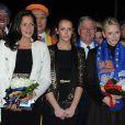 Pauline Ducruet ne quitte pas d'une semelle sa mère la princesse Stéphanie lors du 36e Festival International du Cirque de Monte-Carlo, et assistait avec elle mardi 24 janvier 2012 à la remise des récompenses.