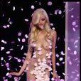 Zahia Dehar : superbe poupée tout droit sortie d'American Beauty lors de la présentation de sa collection de lingerie pendant la Fashion Week printemps-été 2012 au Palais de Chaillot à Paris le 25 janvier 2012