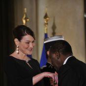 Carla Bruni : La jeune maman redevient première dame élégante et délicate
