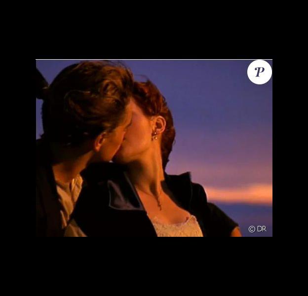 """Les plus beaux baisers du cinéma Emblématique baiser entre Kate Winslet et Leonardo diCaprio sur la proue du """" Titanic """"."""