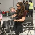 Victoria Beckham et Harper à leur arrivée à l'aéroport de New York, le 7 février 2012.