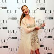 Rosie Huntington-Whiteley : Une icône épatante devant trois beautés rousses
