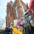 Devant le Whigham Funeral Home de Newark où le corps de Whitney Houston est arrivé lundi 13 février au soir.