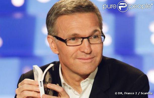 Laurent Ruquier présente  On n'est pas couché  tous les samedis sur France 2.
