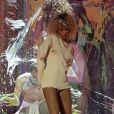 Un pull, un mini-short en jean à peine visible et des Timberland : voici le costume de scène de Rihanna, qui livrait une performance épique sur la scène des Brit Awards 2012.