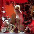 Rihanna en pleine performance de son tube We Found Love sur la scène de l'O2 Arena lors des Brit Awards 2012.
