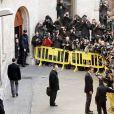 Iñaki Urdangarin a été accueilli par des huées et des messages virulents lors de sa venue au tribunal de Palma de Majorque pour déposer devant le juge Castro, samedi 25 février 2012. Après avoir été entendu pendant neuf heures, il y revenait le dimanche 26.