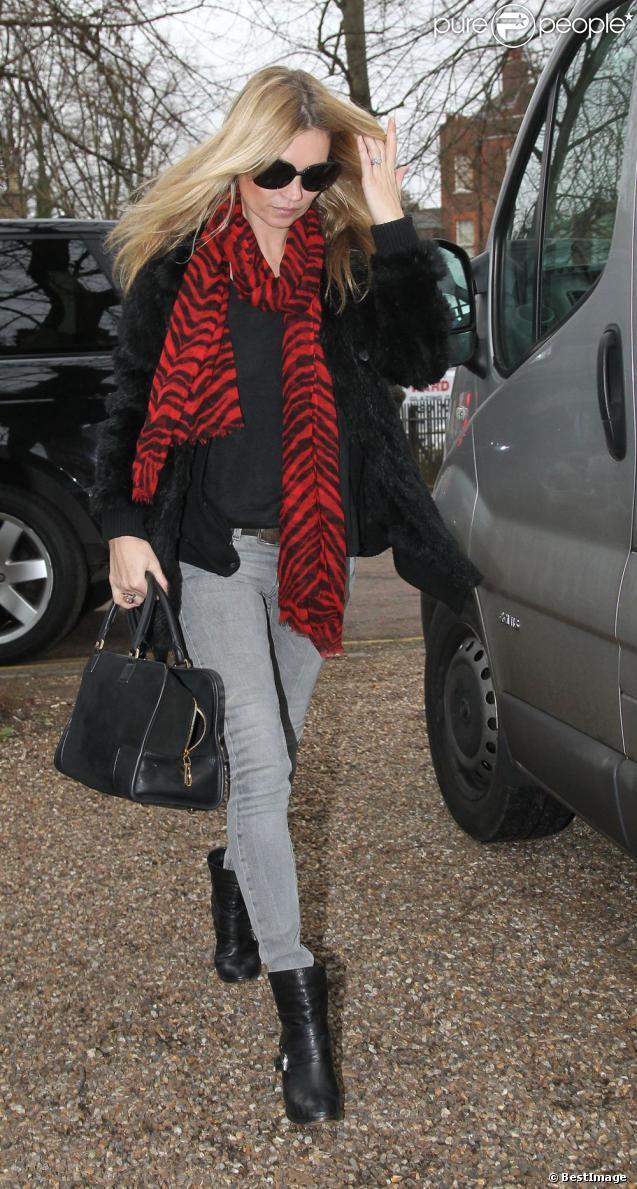 Kate Moss va jeter un coup d'oeil à l'avancement des travaux de sa nouvelle maison à Londres. Le 27 février 2012.