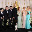 L'équipe de The Artist pose dans la salle presse des Oscars le 26 février 2012