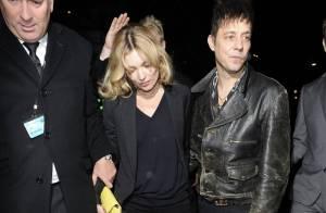 Kate Moss : Fatiguée en soirée, elle brille topless pour une couv superbe