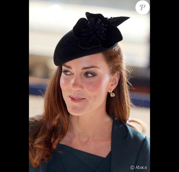 La reine Elizabeth II et Catherine, duchesse de Cambridge, arrivent à Leicester, sublime, le 8 mars  2012