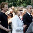Pierre Schoendoerffer, son épouse Patricia et son fils frédéric lors des obsèques de Gérard Oury en juillet 2006.   Pierre Schoendoerffer est mort le 14 mars 2012 à l'âge de 83 ans. Témoin de référence de la Guerre d'Indochine et de la Guerre du Vietnam, l'écrivain et cinéaste laisse une oeuvre précieuse, pétrie d'humanisme.