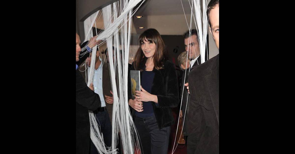 Carla bruni sarkozy au salon du livre 2011 le vendredi 18 for Salon du divorce