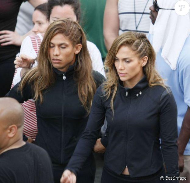 Jennifer Lopez sur le tournage de son nouveau clip, Follow the Leader, avec sa doublure... masculine !