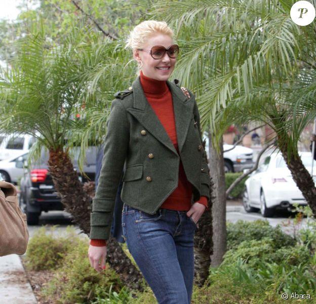 Katherine Heigl, souriante, est allée déjeuner chez P.F. Chang's avec sa mère Nancy. Woodland Hills, le 16 mars 2012.