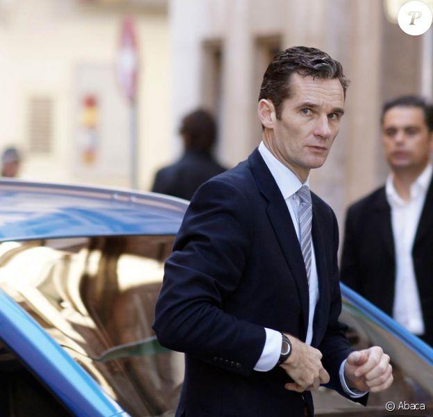 Iñaki Urdangarin, époux de l'infante Cristina et du roi Juan Carlos Ier d'Espagne, devant le tribunal de Palma de Majorque, fin février 2012, où le juge José Castro l'a longuement entendu concernant son implication dans le scandale de l'Institut Noos.