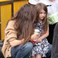 Katie Holmes et sa fille Suri à New York, le 23 mars 2012