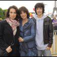 Stéphanie, Marie, et Alexis Fugain en mai 2009 à Paris