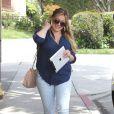 Sublime, Hilary Duff se promène à Los Angeles le 29 mars 2012