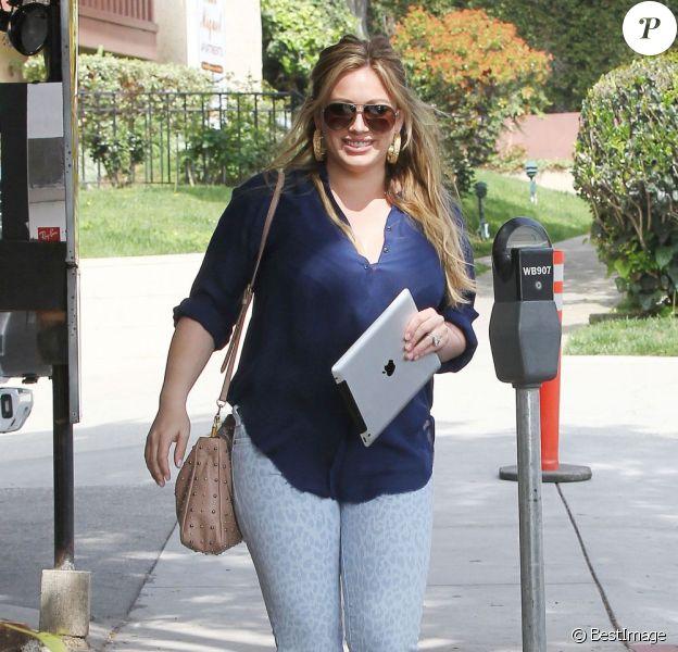Hilary Duff se promène à Los Angeles le 29 mars 2012
