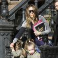 Sarah Jessica et ses filles jumelles Marion et Tabitha. New York le 30 mars 2012.