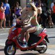 Vanessa Hudgens sur le tournage de Spring Breakers en bikini vert fluo prouve que son corps est déjà prêt pour la plage !