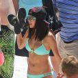 La charmante Selena Gomez sur le tournage de son dernier film Spring Breakers. Sa tenue de la journée ? Un bikini turquoise !