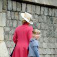 La comtesse Sophie de Wessex et sa fille Lady Louise Windsor, 8 ans, lors du dimanche de Pâques à Windsor le 8 avril 2012