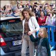 La princesse Letizia et sa fille Leonor arrivent pour la messe pascale. La famille royale d'Espagne assistait le 8 avril 2012 en la cathédrale Santa Maria de Majorque (''La Seu'') à la messe de Pâques conduite par Jesus Murgui.