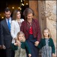 Les petites princesses Sofia et Leonor, filles de Felipe et Letizia, ont été les vedettes de la messe pascale !   La famille royale d'Espagne assistait le 8 avril 2012 en la cathédrale Santa Maria de Majorque (''La Seu'') à la messe de Pâques conduite par Jesus Murgui.