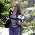 Jessica Alba ne loupe pas un jour sans aller au bureau ! A Los Angeles le 10 avril 2012