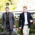 Ryan O'Neal et son fils Redmond en juin 2010 dns le cimetière où est entérrée Faraw Fawcett pour le premier anniversaire de sa mort