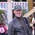 Pierce Brosnan souriant et blagueur avec les photographes, est venu prendre la température du Festival de Coachella à Indio. Le 13 avril 2012.
