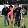 Paris Hilton et son amie Brandon Davis sous bonne escorte lors du Festival de Coachella à Indio, le 13 avril 2012.