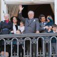 Un rituel festif : la famille royale danoise s'est rassemblée le 16 avril 2012 au balcon du palais Christian IX d'Amalienborg, à Copenhague, pour célébrer avec la foule le 72e anniversaire de la reine Margrethe II de Danemark.