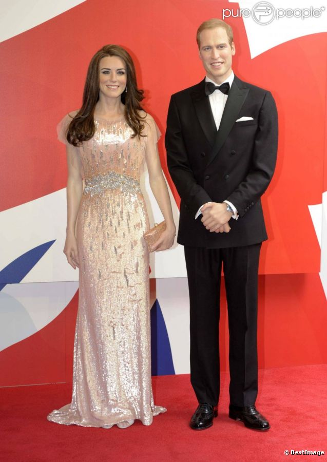Le prince William et Kate Middleton, duc et duchesse de Cambridge, ou plutôt leurs doubles de cire au musée Madame Tussauds de Blackpool.