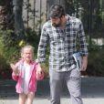 Ben Affleck va chercher la très mignonne Violet à son cours de danse, à Los Angeles, le 21 avril 2012
