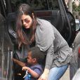 Sandra Bullock part chercher son fils Louis à l'école, le mardi 24 avril, à Los Angeles.