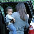 Sandra Bullock va chercher son fils Louis à l'école, le mardi 24 avril 2012, à Los Angeles.